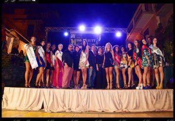 """Randazzo, diciotto ragazze hanno sfilato per la selezione regionale di """"Miss Beauty""""."""