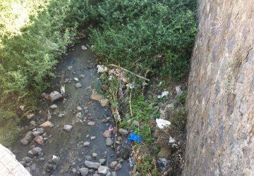 Giarre, allarme igienico sanitario per i liquami nel torrente Jungo. Esasperati i residenti