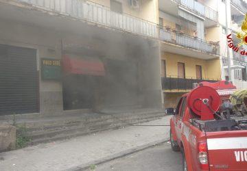 Catania, a fuoco una sala giochi al Villaggio Sant'Agata: intervento dei Vigili del fuoco VD