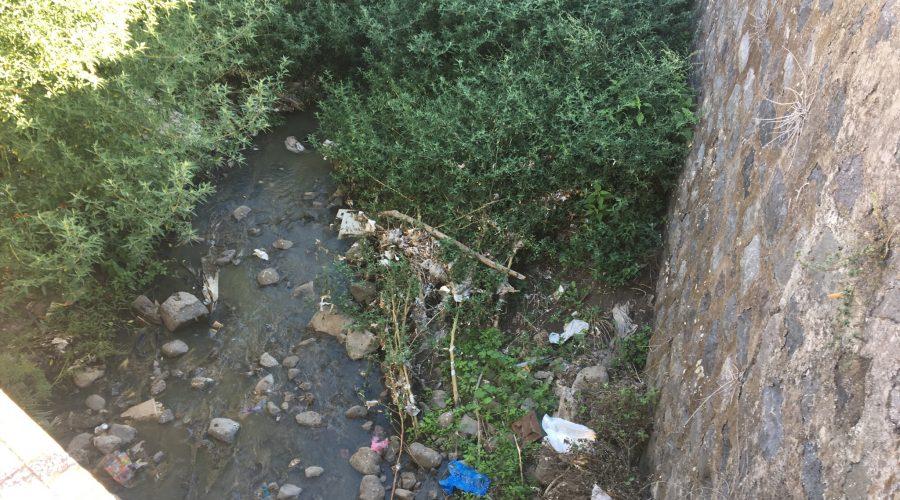 Giarre, reflui fognari nel torrente Jungo: la burocrazia prima di tutto