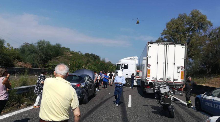 Grave incidente in A18 vicino Giarre, interviene elisoccorso FOTO RACCONTO