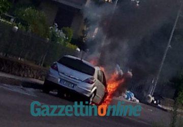 Mascali, a fuoco Opel Astra: probabile corto circuito