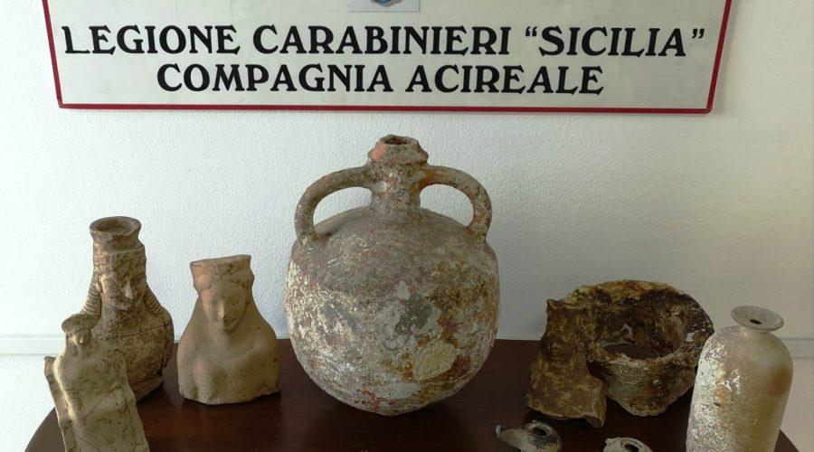 Aci Catena, reperti archeologici nella casa di un pregiudicato