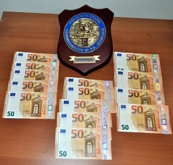 Acireale, spendita di denaro falso: denunciato dalla polizia un 23enne