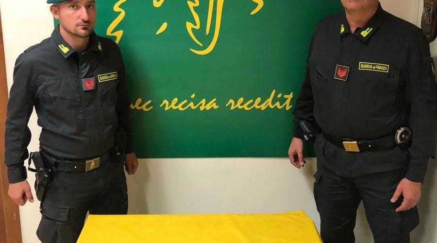 Catania, colpo della GdF: sequestrato un chilo di cocaina. Fermati due corrieri