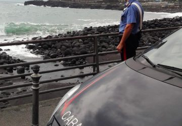 Catania, tenta suicidio gettandosi in mare: salvata dai carabinieri