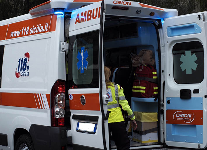 Mascali, incidente tra auto e un motociclo: tre feriti