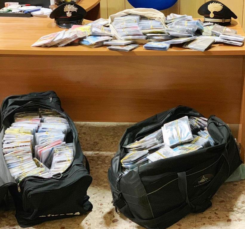 Catania, sequestrati 8 mila dvd contraffatti: denunciato un senegalese