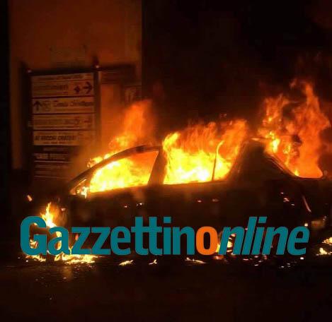 Sant'Alfio, incendio auto nel cuore della notte