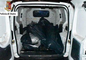 Beccato con 51 kg di marijuana: arrestato 25enne