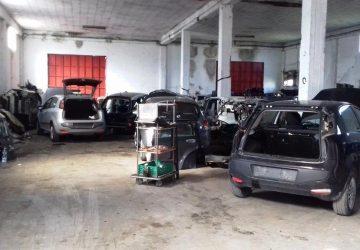 Scoperto deposito per il riciclaggio di auto rubate: due arresti. Trovati pezzi di ben 35 auto