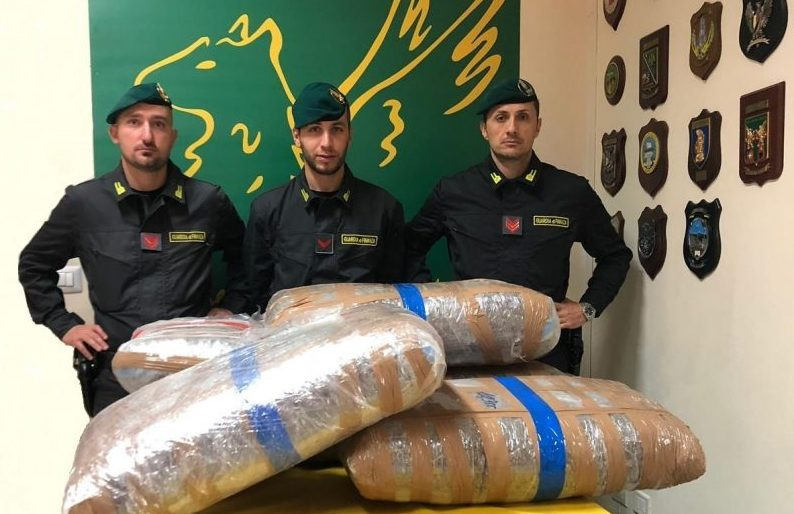 Sequestrati a Belpasso 142 kg di marijuana. Arrestati due trafficanti