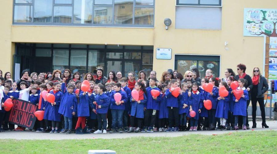 """Flash mob degli alunni del """"Mons. Alessi"""" di Giarre contro ogni forma di abuso"""