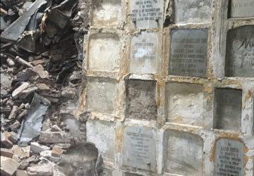 """Commemorazione  """"horror"""" al cimitero di Giarre tra bare aperte e tombe allagate VD"""