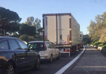 A18, lunghe code in direzione di Catania