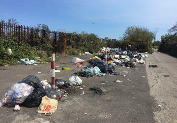 Giarre, come arginare le discariche: chiudendo le strade. Surreale ordinanza della Polizia locale