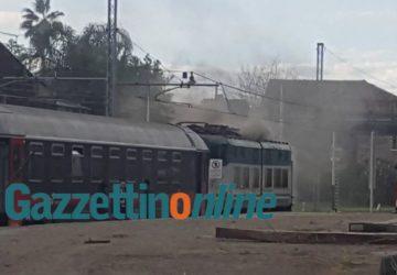Paura su un treno Intercity a Fiumefreddo: fumo nel locomotore VIDEO FOTO