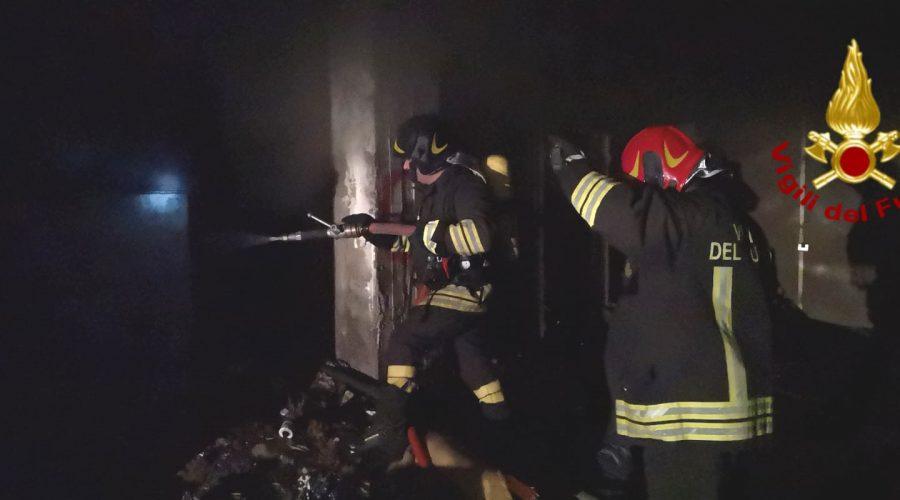 Catania, paura per un incendio divampato in un garage di viale Nitta VIDEO