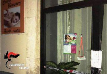 """Catania, centro massaggi """"hot"""" sequestrato dai carabinieri: denunciata la titolare di origine cinese"""