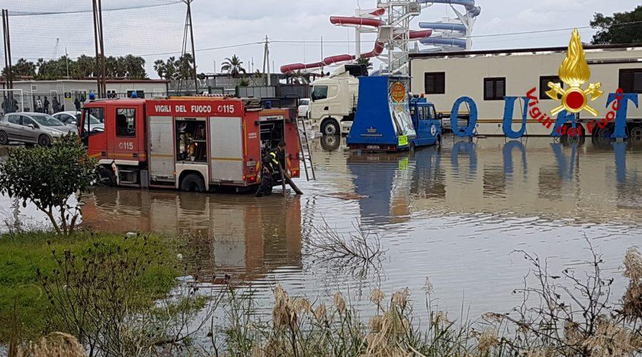 Catania, danni maltempo anche in un circo acquatico: intervento in corso dei Vigili del fuoco