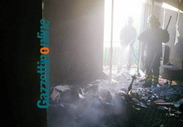 Riposto, divampa incendio in un appartamento. Salvata dai vicini una 80enne VIDEO