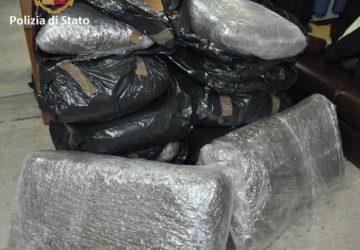 Beccato con 123 kg di marijuana sul furgone: in manette 53enne
