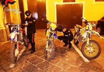 Catania, inseguimento sulle strade di Librino: recuperate tre moto da competizione rubate