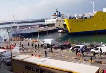 Scontri tra ultras di Cosenza e Catania ai traghetti di Villa San Giovanni VIDEO