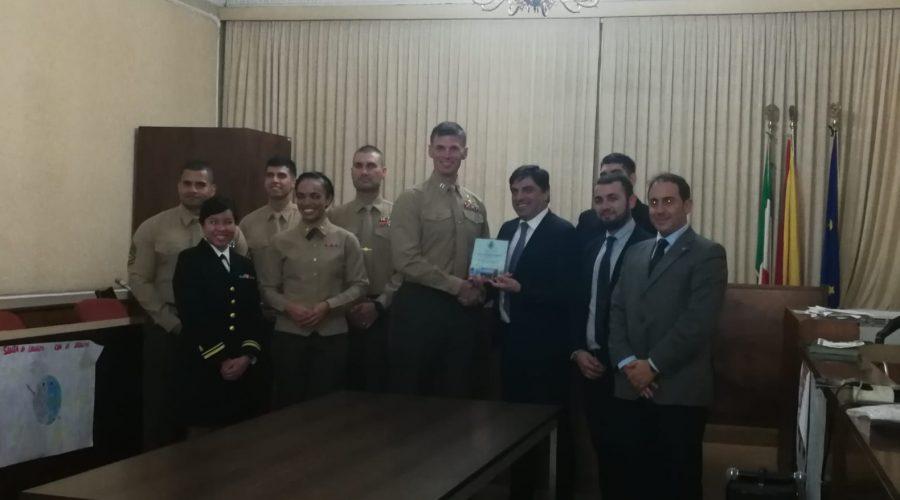 Mascali, il sindaco della Città Metropolitana Pogliese assegna targa ai militari Usa impegnati a Mascali