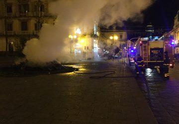 Giarre, il ceppo incendiato e le farneticanti ipotesi del sindaco sul clima ostile in città