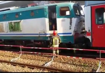 Giarre, a fuoco la motrice di un treno alla stazione ferroviaria