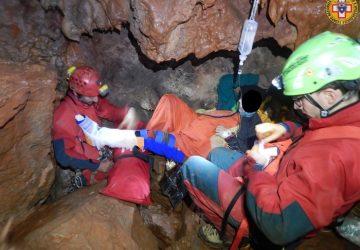 Speleologa cade dentro una grotta nelle Madonie: salvata 45enne