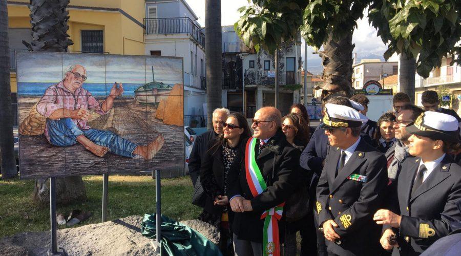 Riposto, inaugurato in piazza Bagni un pannello artistico dedicato alla vita del pescatore