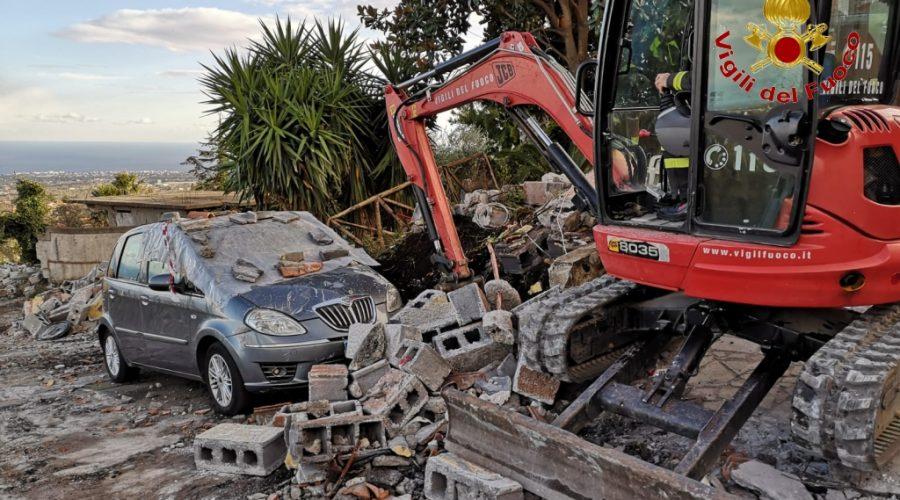 Zafferana, recuperate auto sepolte dalle macerie del terremoto