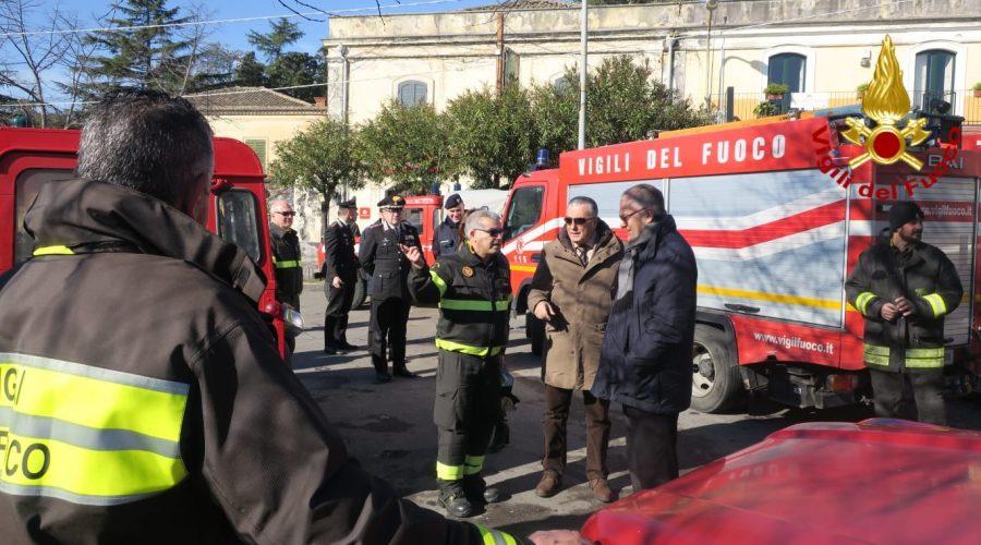 Acireale, visita operativa del prefetto al Campo base dei vigili del fuoco