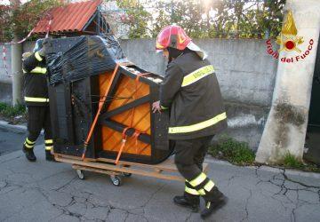 Terremoto, vigili del fuoco recuperano a Pennisi pianoforte e libri