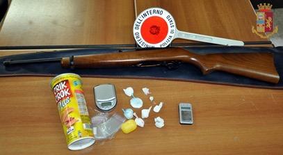 Catania, due arresti per spaccio e detenzione armi
