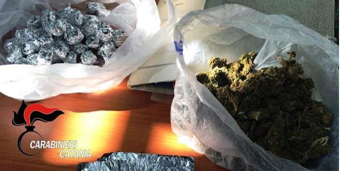 """Catania, confezionavano le dosi di """"fumo"""": arrestati"""