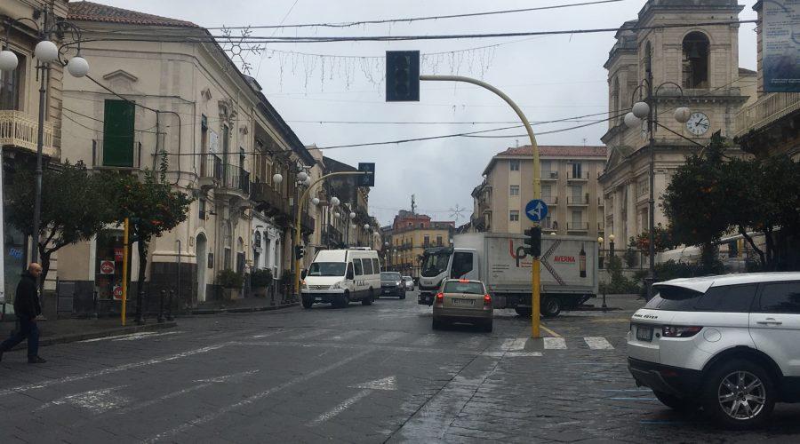 Giarre, semafori di piazza Duomo di nuovo guasti. Siamo al ridicolo