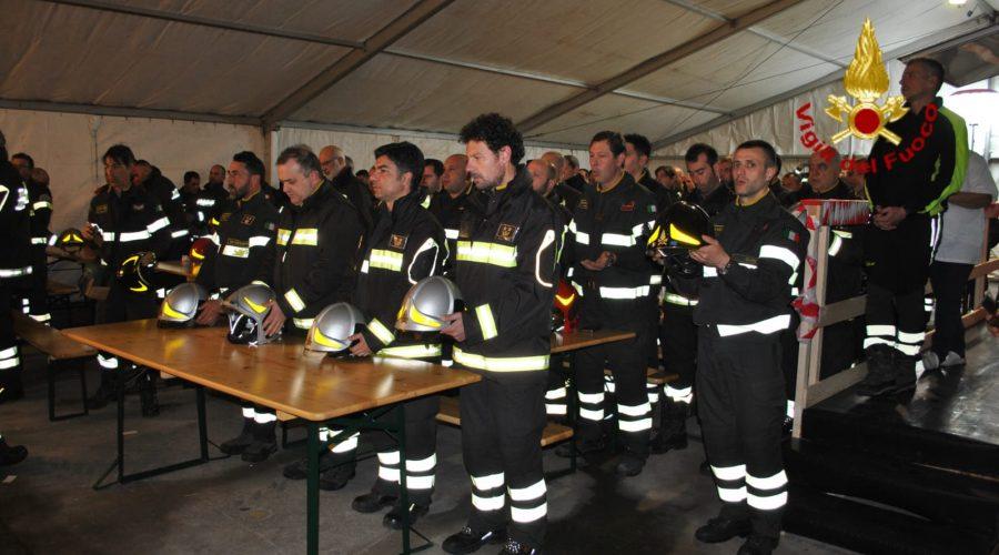 Acireale, il Vescovo Raspanti in visita al Campo base dei Vigili del fuoco