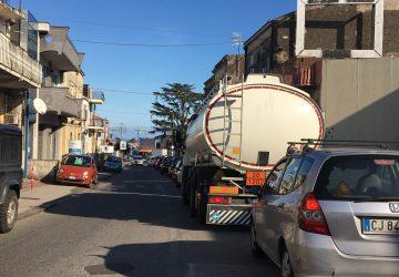 """Giarre, l'ingresso sud della città paralizzato dal traffico. I residenti: """" Vigili mai visti"""""""