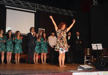 Giusy Schilirò interpreta la vita di Rosa Balistreri al teatro Rex di Giarre
