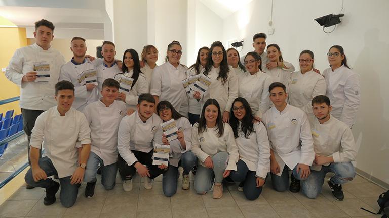 """Cooking quiz a Riposto: grande entusiasmo tra gli studenti dell'Ipsseoa """"G. Falcone"""""""