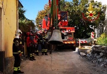 Terremoto, recuperate dai Vigili del fuoco le campane della chiesa di Pennisi
