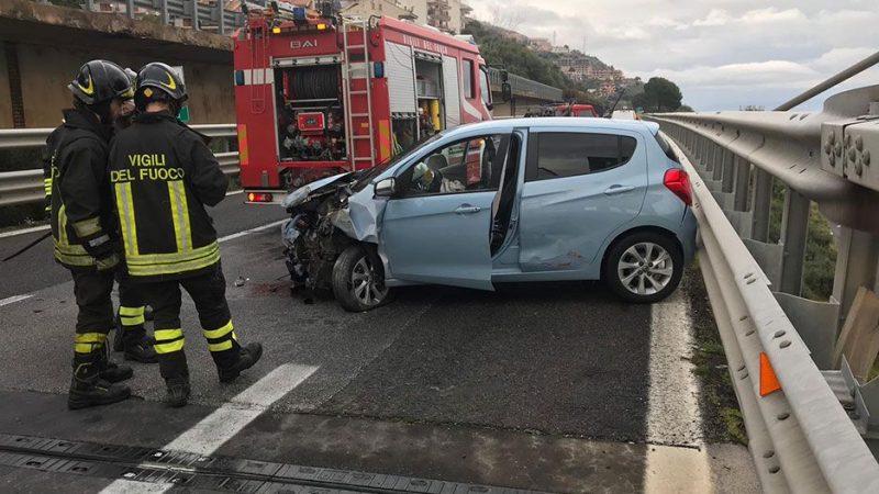 A18 grave incidente autonomo vicino letojanni un ferito - Incidente giardini naxos oggi ...