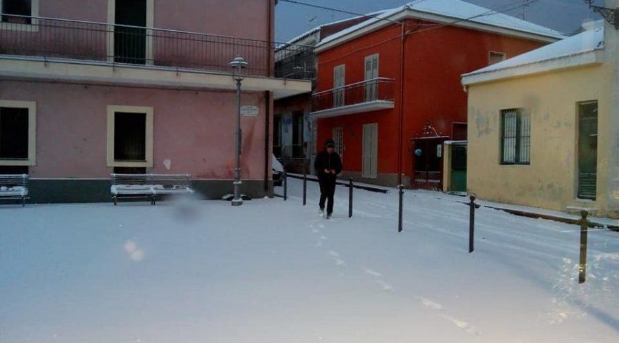 Mascali, emergenza neve: ordinanza del sindaco vietata la circolazione dei mezzi