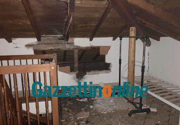 Carubba di Riposto, fulmine danneggia il tetto di una casa. Bucata anche la tubazione idrica comunale
