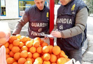 Pedara, controlli  ambulantato di Guardia di finanza e Polizia locale