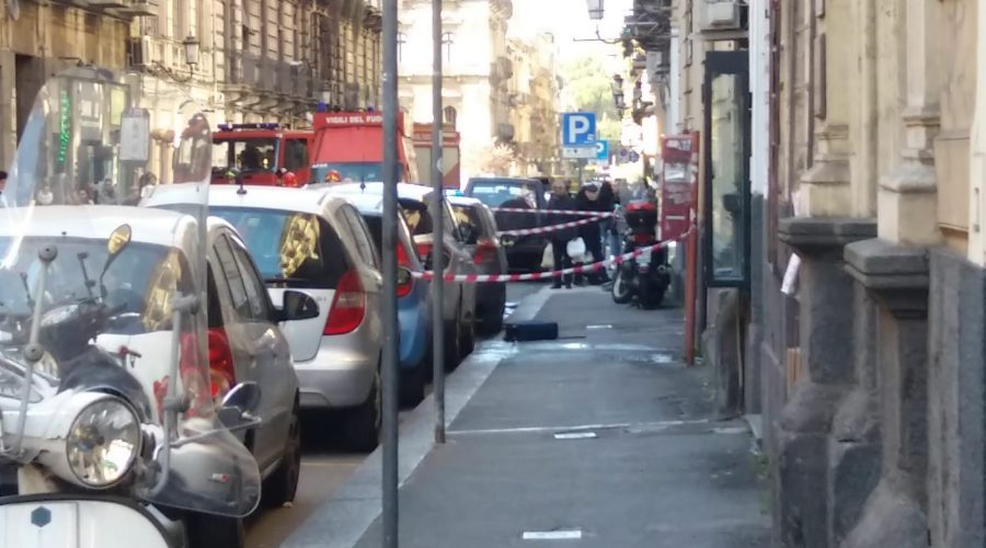Catania, sospetta valigia bomba in via Umberto. Artificieri in azione