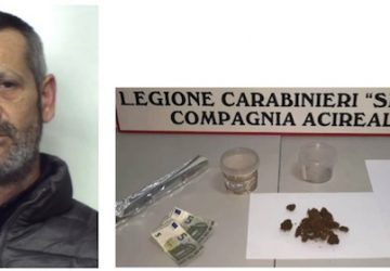 """Acireale, Nascondeva in cucina il """"fumo"""" da spacciare: arrestato"""